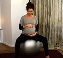 caroline humbert femme yoga pre natal boule